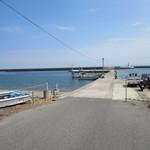 新島水産 - 店前の景色