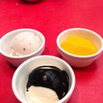 レストラン ぎんが - 苺ミルクアイスとバニラアイスゴマソースかけ、マンゴープリン