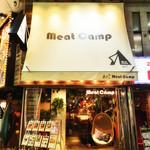 Meat Camp - 店舗の外に飾ってあるハンギングチェアで是非、記念撮影を♪