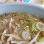 鹿児島ラーメン桜島 - 焦がしネギのスープ