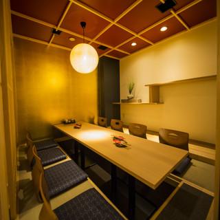 掘りごたつ席や個室席など和モダンな落ち着きある空間