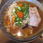 越後秘蔵麺 無尽蔵  - 野菜辛味噌らーめんにチャーシュー1155円
