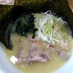 鶏白湯らーめん 鳥虜 - 料理写真: