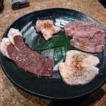 炭火焼肉 矢つぐ - 内臓肉の盛り合わせ(塩)、ハツ薄、しびれ、つらみ、オッパイ(豚)