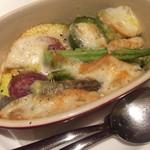 イル ボデガ - しろくまファーム夏野菜とスカモルツァチーズのオーブン焼き