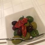 イル ボデガ - ドライトマトとオリーブ
