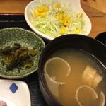 銀座船形 大手町 - サラダ、味噌汁、お新香