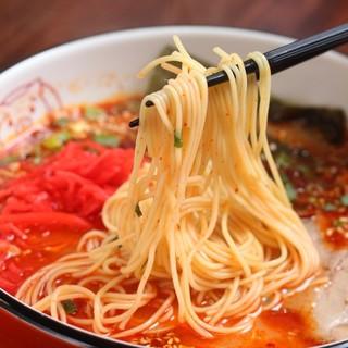 スープとの相性抜群、極細硬麺