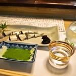 英ちゃん冨久鮓 - 料理写真:鮎 背ごし & 冷酒