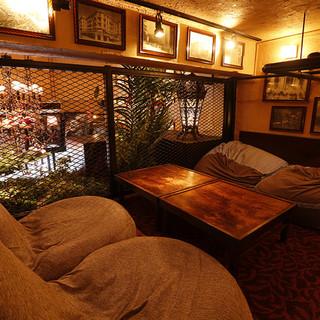 雰囲気抜群、ビーズクッションのソファー席!