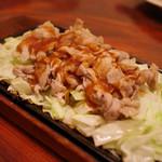 ビフテキ家あづま - 豚のじゅーじゅー焼きソースかけ図