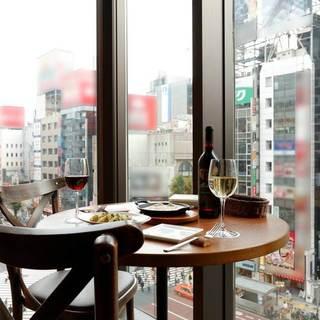 開放感ある窓際のカップルシートで大切な方と楽しいひとときを♪