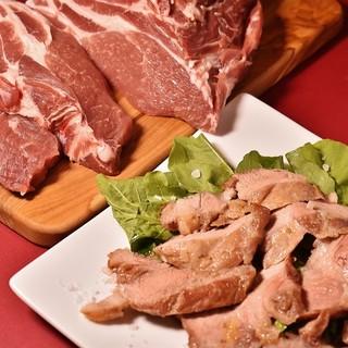 ゆったりとした空間で、お肉料理も充実のレストラン