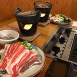 民宿 あそげん - 料理写真:豚肉の鍋まで付いてくる