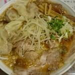 中華そば ぼたん - 濃口背油チャーシューワンタン麺(大盛り)