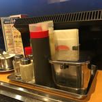 お好み焼 鉄板焼 徳川 - 卓上調味料たち