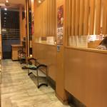 お好み焼 鉄板焼 徳川 - 座敷とテーブル席があり仕切られているのでゆっくりとできます
