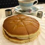 純喫茶 アメリカン - ホットケーキセット
