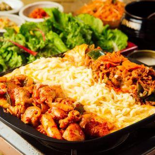 新大久保で話題!本格派韓国料理研究家によるチーズタッカルビ!