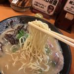 博多 一幸舎 - 2017年08月30日  麺(はりがねで注文したが、かたでの提供)