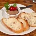 イタリアンバル ぽると - レバーペーストはレバータップリで       パン足りないから追加必死(笑)