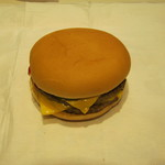 マクドナルド - 「ダブルチーズバーガー」です。