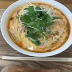 らーめんダイニング ワイワイ - エビと生クリームのトマト麺
