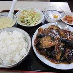 普天河 - 茄子炒め定食全体
