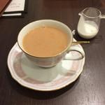 カフェ ドゥ パリ - ミルクティー。