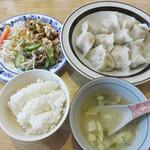 瑛琳  - 水餃子セット550円。 水餃子10個・お惣菜の盛り合わせ・ご飯・スープの定食です。