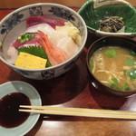 鮨 たじま - いくら抜きの海鮮丼@1000円(税込み)