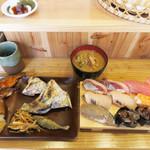 すし屋の魚×3 - ランチタイムは、握りたての寿司+総菜ブッフェをやってます。