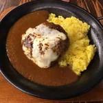 ドワーフ ドリンクプラスキッチン - 焦がしチーズと手ごねハンバーグのカレー