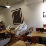 ブリュワーズ コーヒー バンヂロ - 平日でしたが店内は伝説の喫茶店のコーヒーを求めて多くのお客様がお見えになってました。  お客様の年齢層がやや高めなのもこの店の伝統の現れですね。
