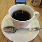 ブリュワーズ コーヒー バンヂロ - はんぢろブレンドコーヒー500円、初代オーナーの井野耕八郎氏が確立したドリップ式抽出法の伝統のコーヒーです。  コーヒーはアイスクリームと一緒に頼んだんで200円引きでした。