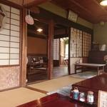 矢的庵 - 古民家を改築した店内