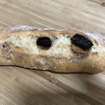 72379356 - イチジクのパン