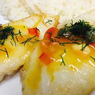 日替わりランチは白身魚のガーリックバターソテーになります。