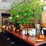 食堂Tavolino - 開放感のある店内
