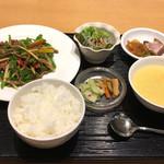 泰平飯店 - 牛肉ピーマン炒め定食(1800円)
