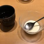 泰平飯店 - お茶と杏仁豆腐