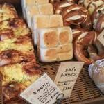 72386054 - 京のおだしパンと玉ねぎとチーズのパン、間違えますよね