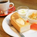 カフェ・カーダモン - 料理写真:シナモントーストモーニング