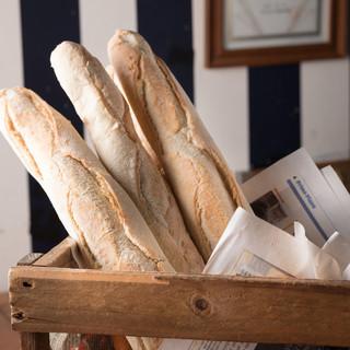 フランスから輸入している美味しいパンが自慢!料理と是非!