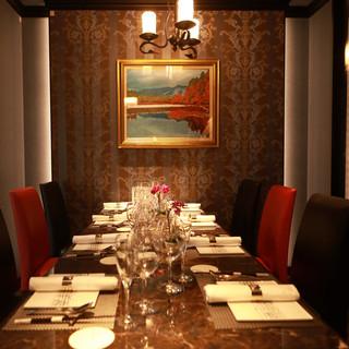 接待・ご会食にふさわしいシックな空間