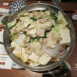 """えんざ - 塩味ベースの""""絶品モツ鍋""""(冬は様々な鍋料理が楽しめる)"""