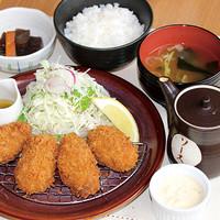 満天食堂 - 【期間限定】広島県産タルタルと自家製ソースで食べる牡蠣フライ定食