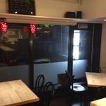 オルトキッチン - 窓側のテーブル席。カップルに人気♪