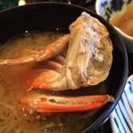 磯兵衛 - 蟹の味噌汁…蟹が大きいです。
