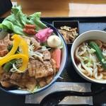 72409308 - サラダ豚丼880円 大盛り無料(^_^)